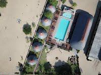 Sunrise Lodge beachside accommodation with pool in Macaneta